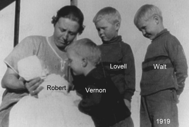 1919 Anna plus 4 boys